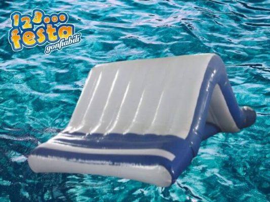scivolo gonfiabile galleggiante in mare