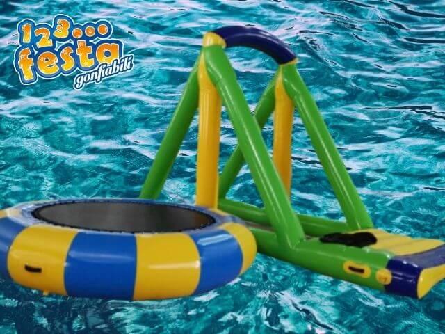 trampolino acquatico