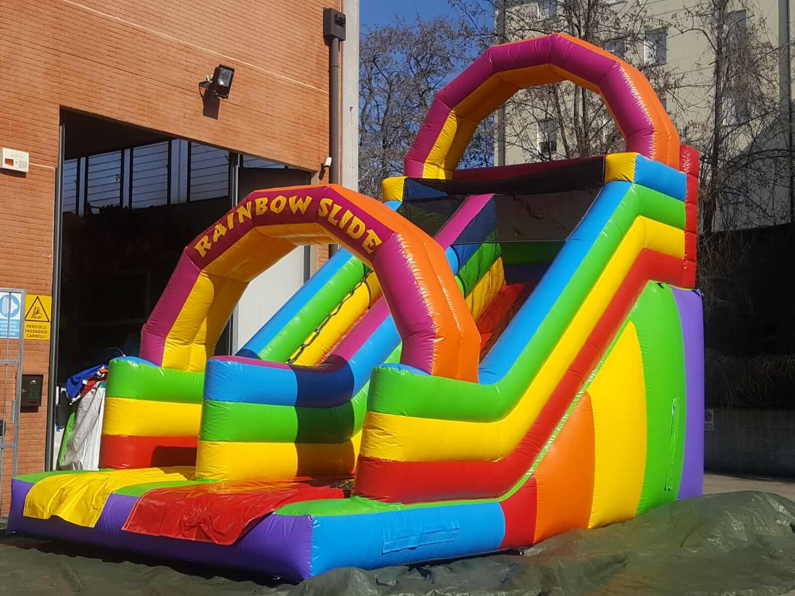 scivolo gonfiabile a noleggio rainbow slide